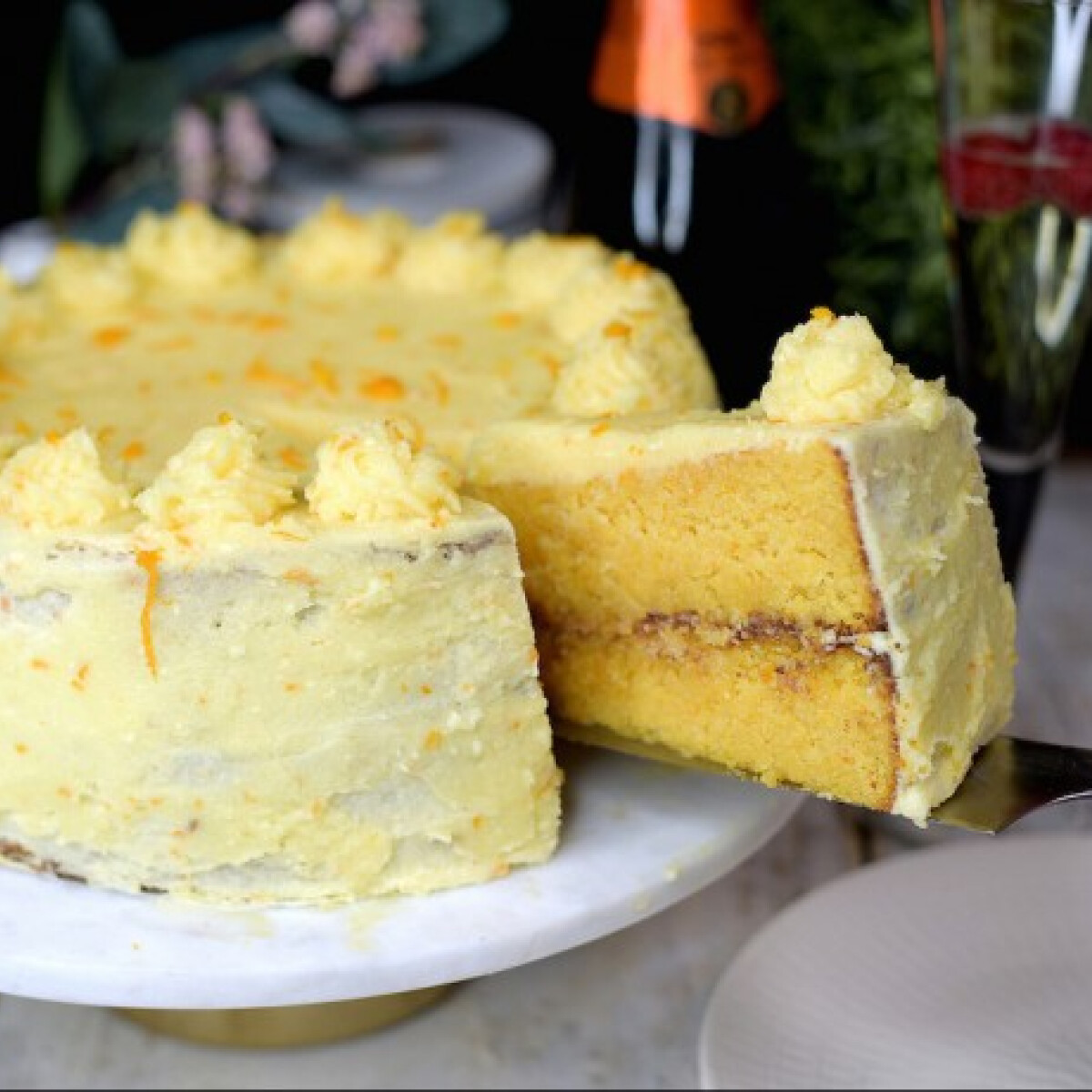 Ezen a képen: Mimosa-torta – narancsos-mandulás finomság