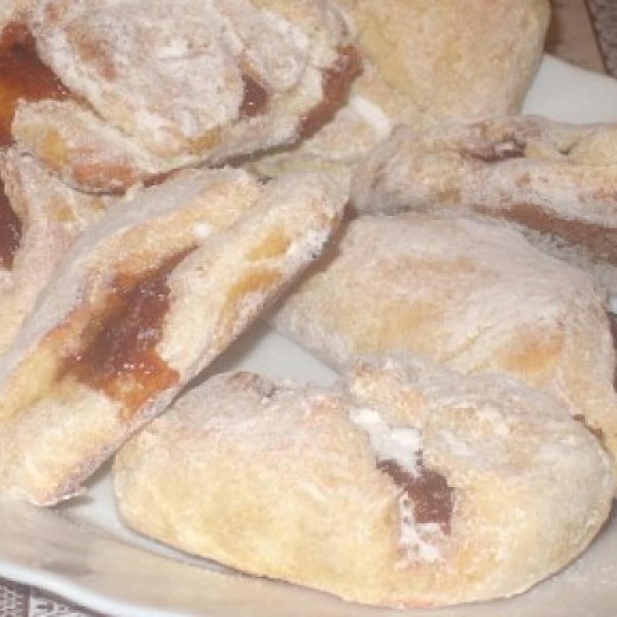 Ezen a képen: Lekváros táska krumplis tésztából