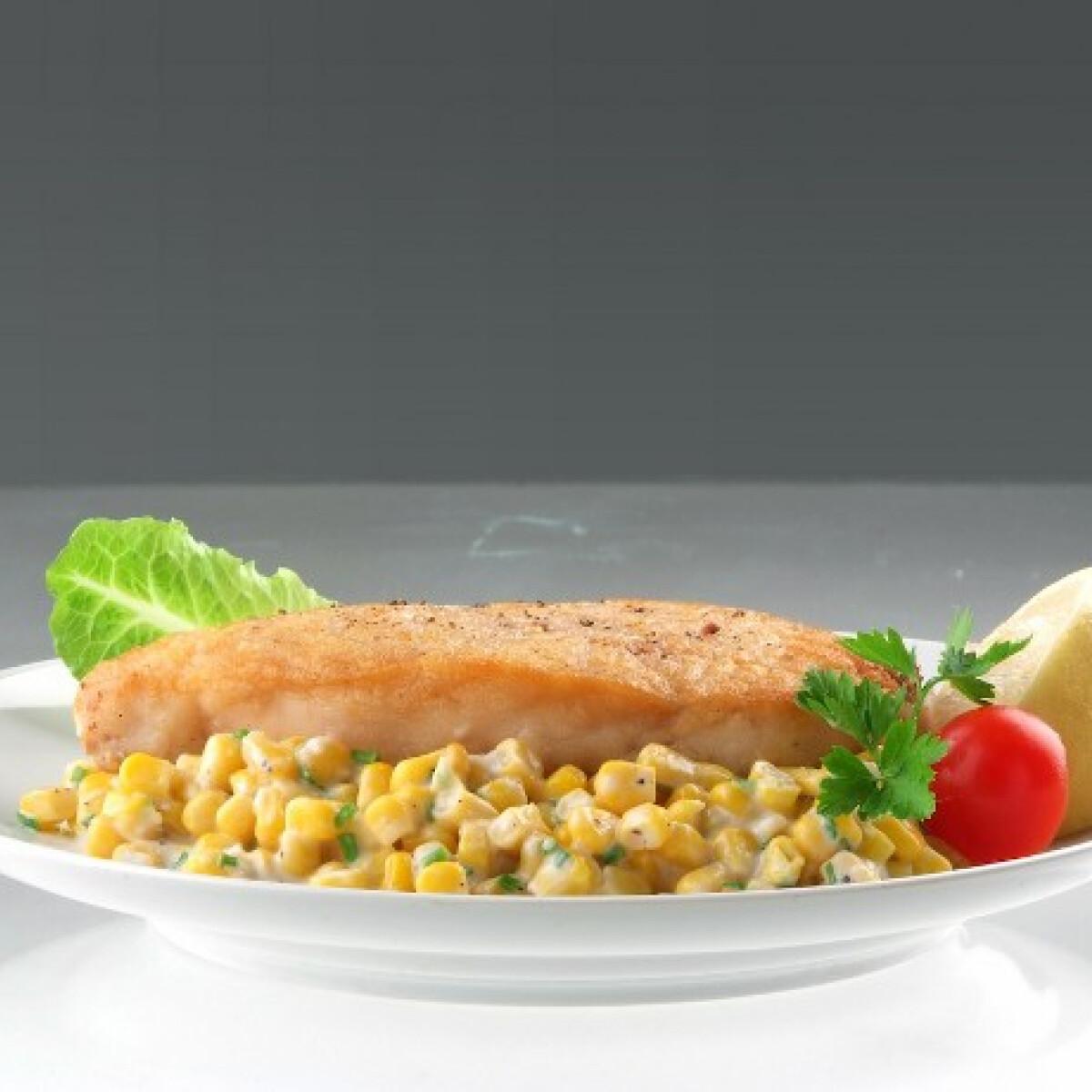 Ezen a képen: Pirított hal vajas-tejszínes kukoricán