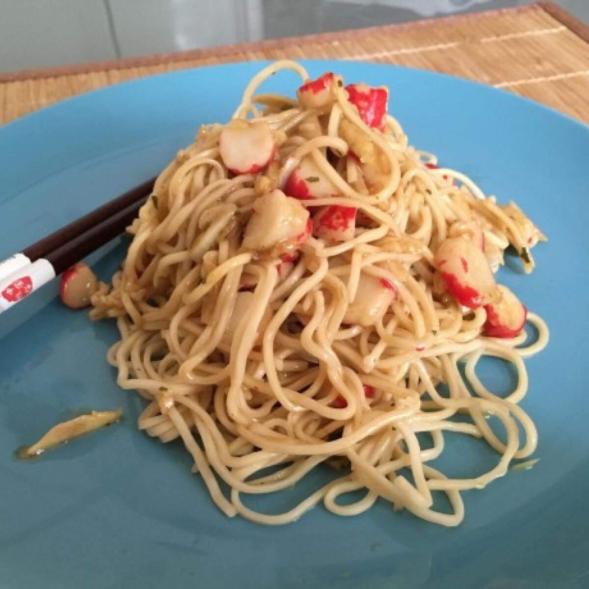 Ezen a képen: Fokhagymás-surimis tészta