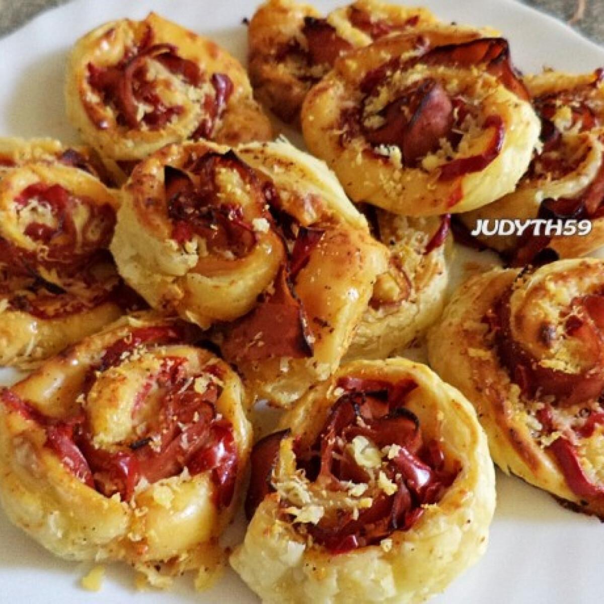Sonkás-sajtos-paprikás leveles csigák