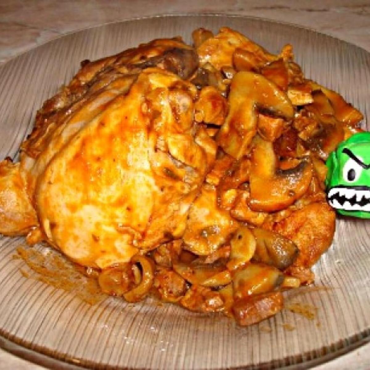 Ezen a képen: Paradicsomos-gombás csirkecomb