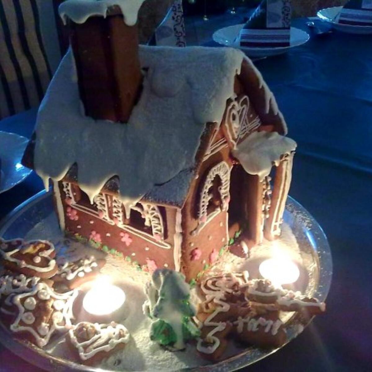 Ezen a képen: Karácsonyi mézeskalács házikó