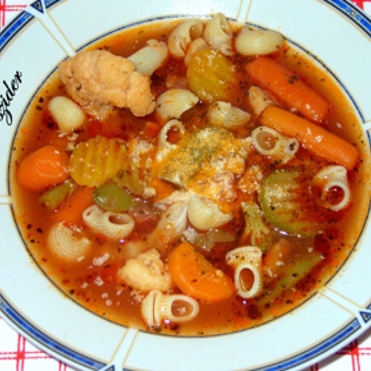 Ezen a képen: Veronai minestrone koszider konyhájából