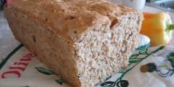 Teljes kiőrlésű kenyér pörkölt magvakkal