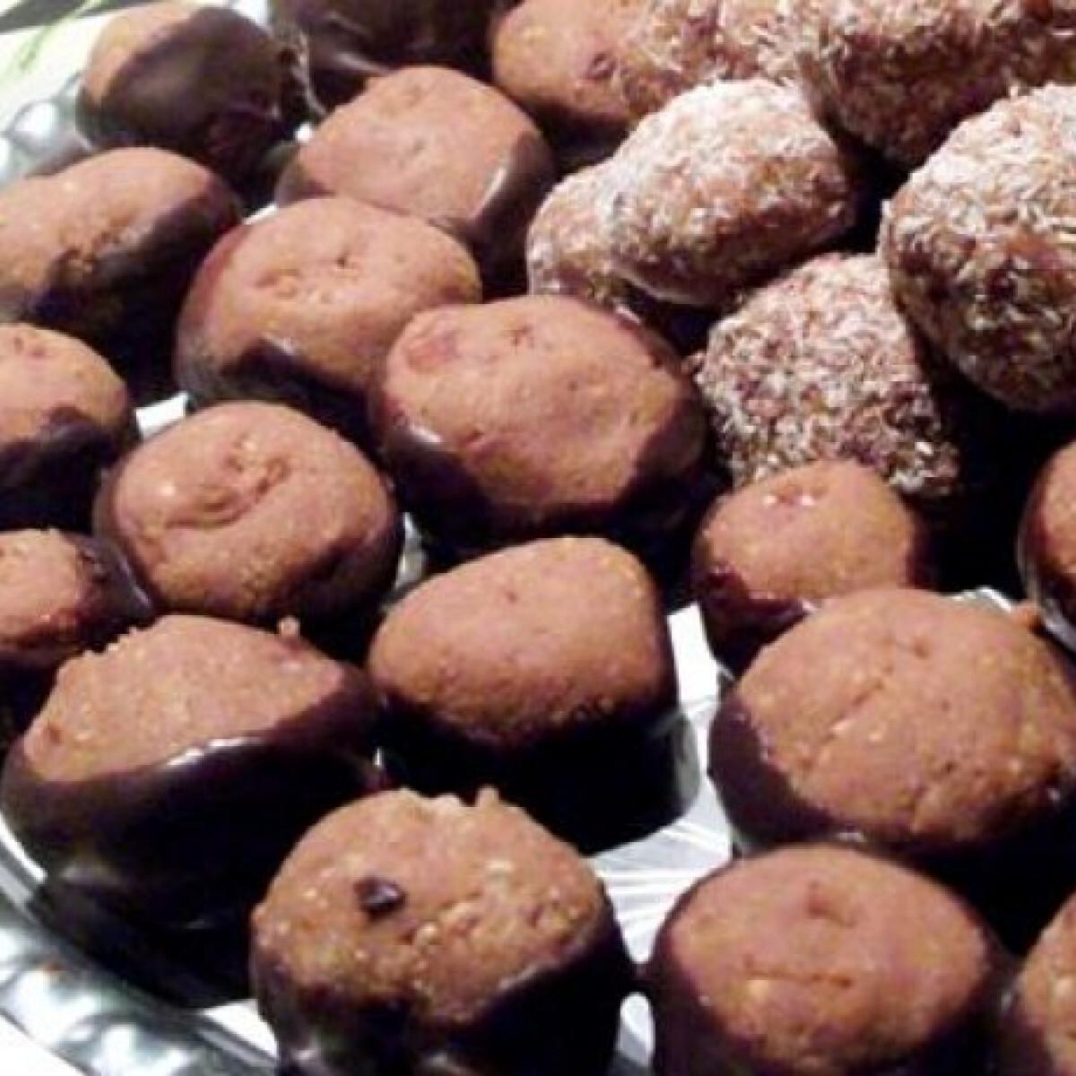 Ezen a képen: Gesztenyés-csokis golyó