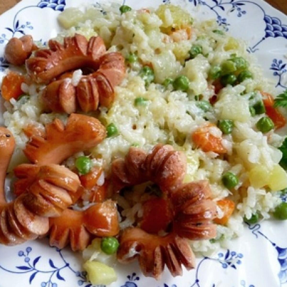 Zöldséges rizs sült virslivel