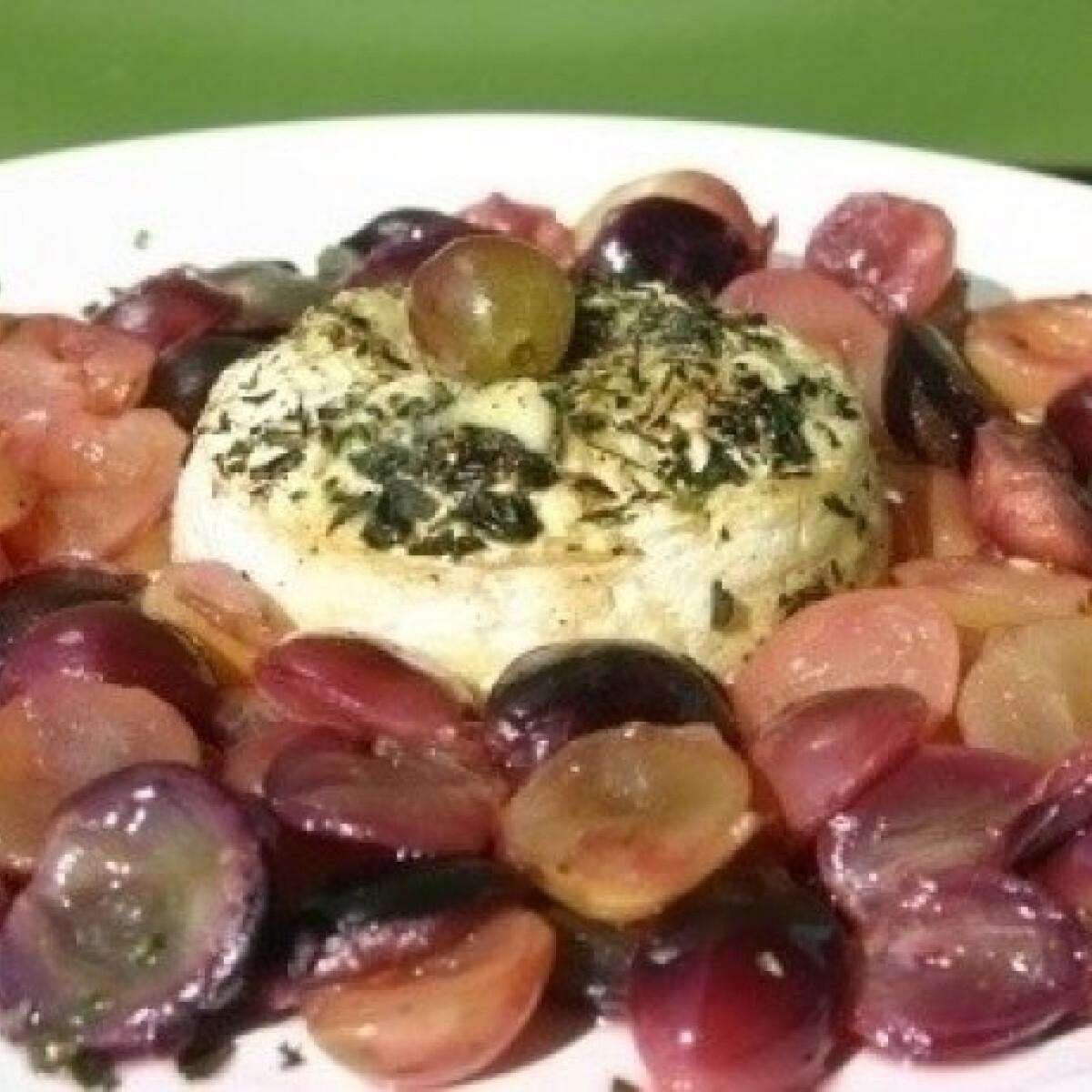 Ezen a képen: Fokhagymás camembert szőlővel