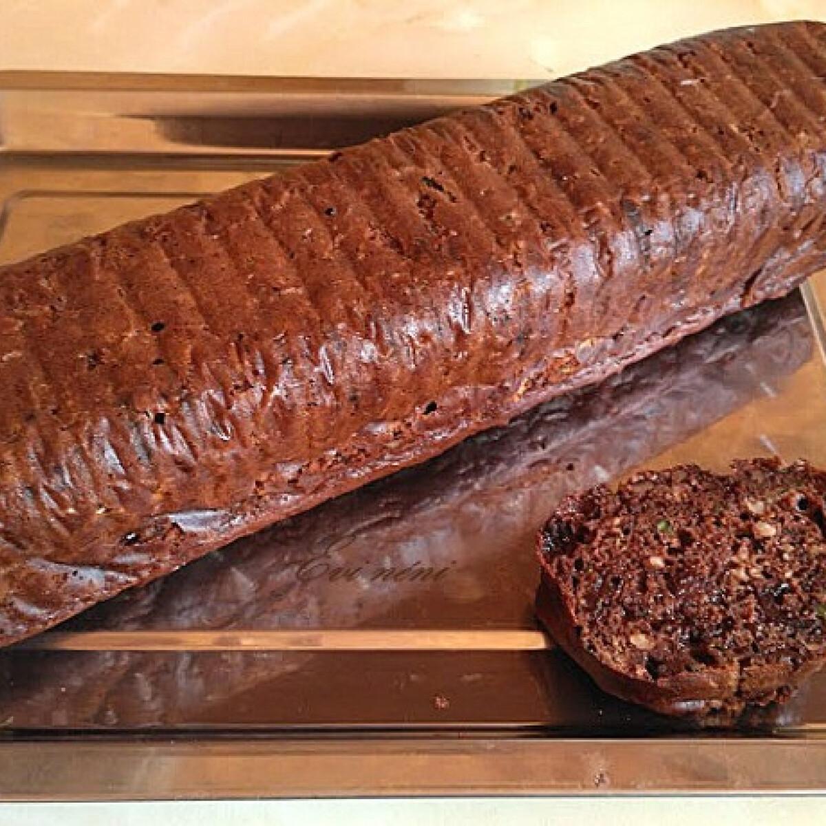 Ezen a képen: Csokis-cukkinis sütemény