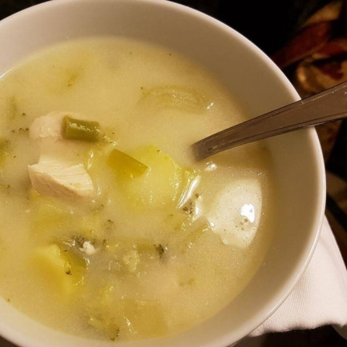Ezen a képen: Szuperdiétás, de fincsi leves, ahogy Evelin szereti
