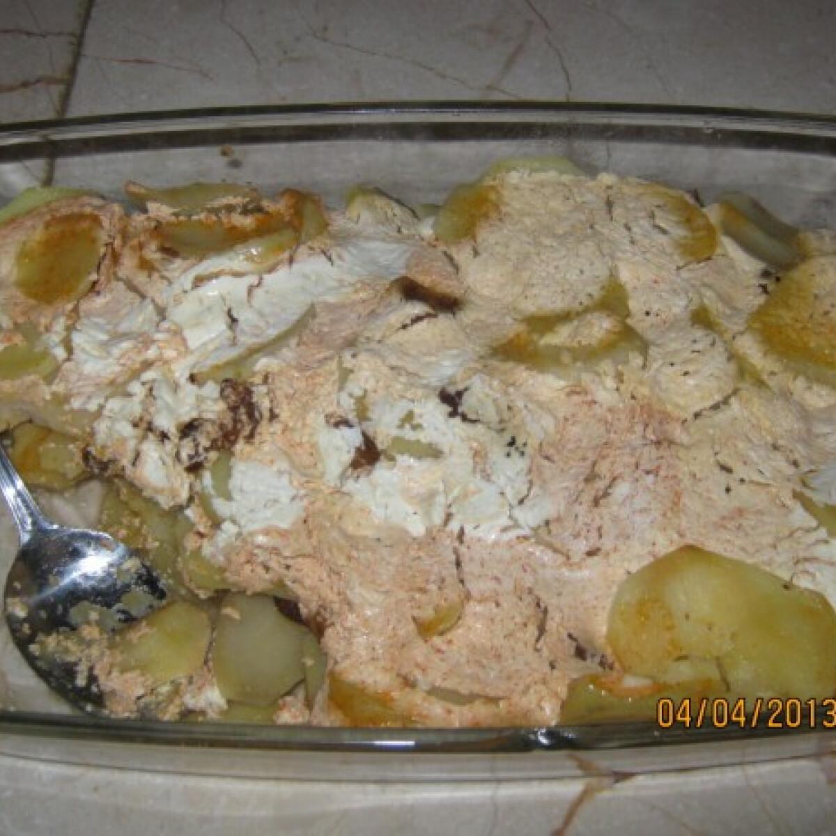 Ezen a képen: Tejfölös-szalonnás tepsis krumpli