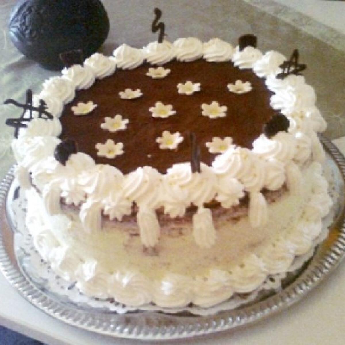 Hamis tiramisu torta Angica módra