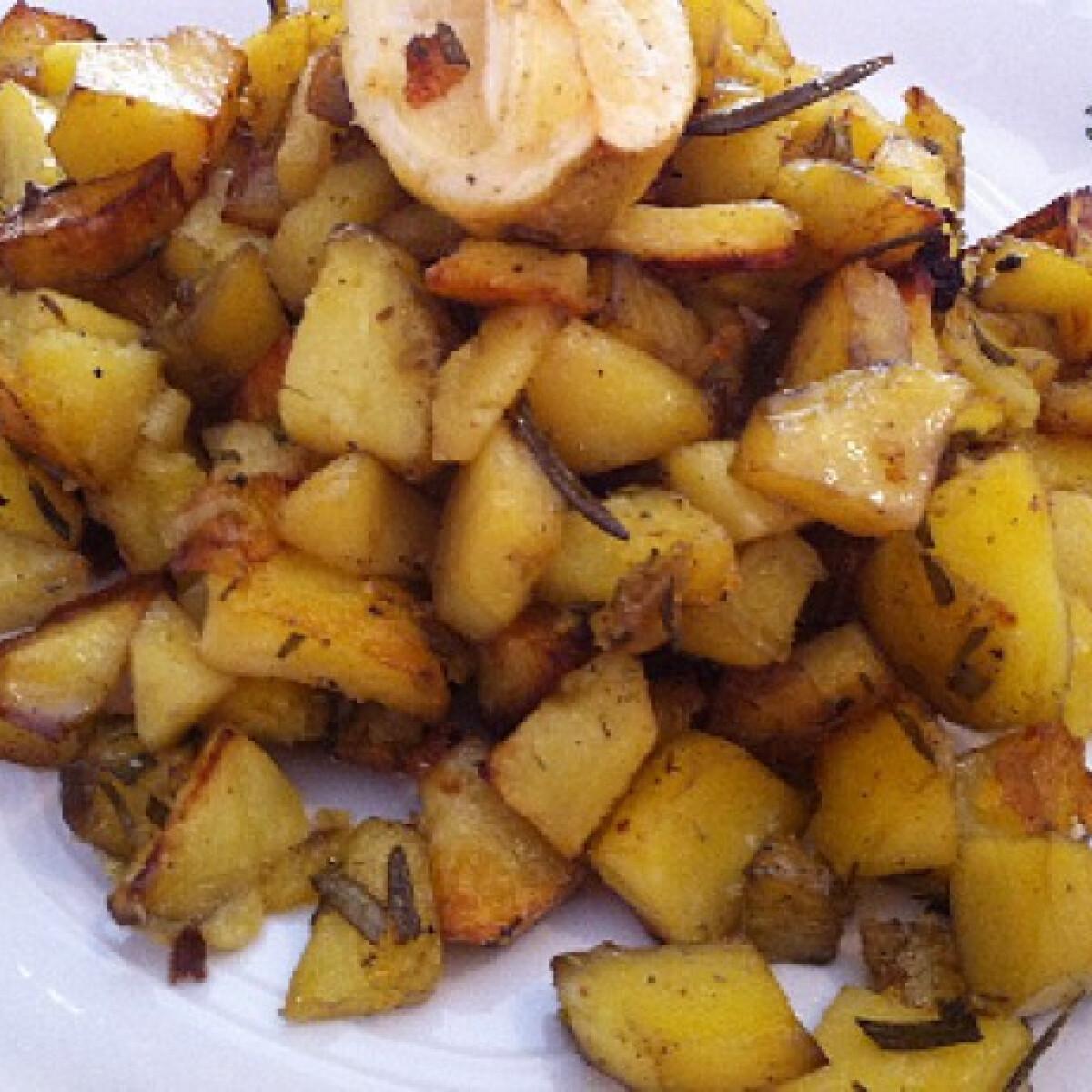 Ezen a képen: Rozmaringos krumpli Mayura konyhájából