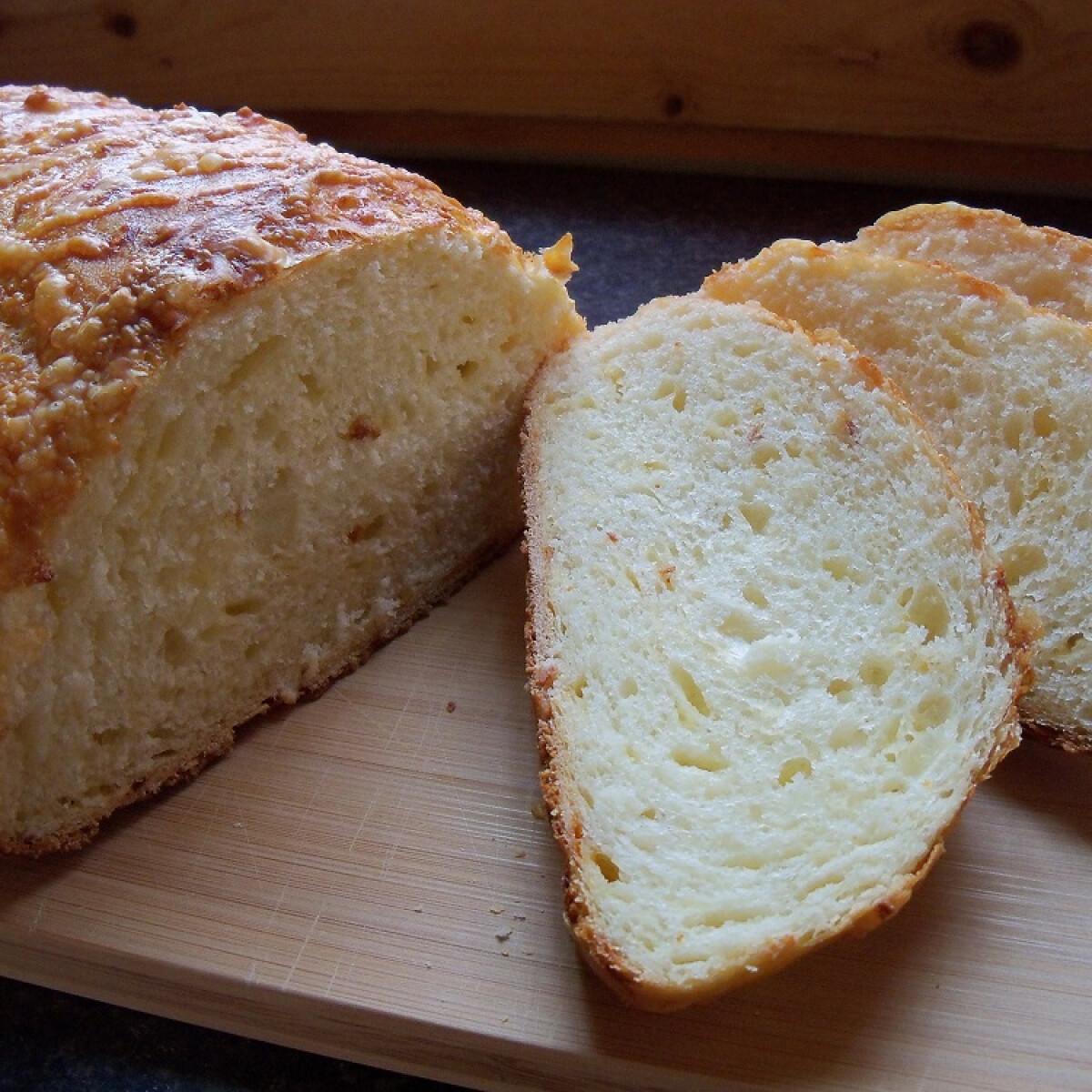 Ezen a képen: Sajtos fehér kenyér Bettymami konyhájából