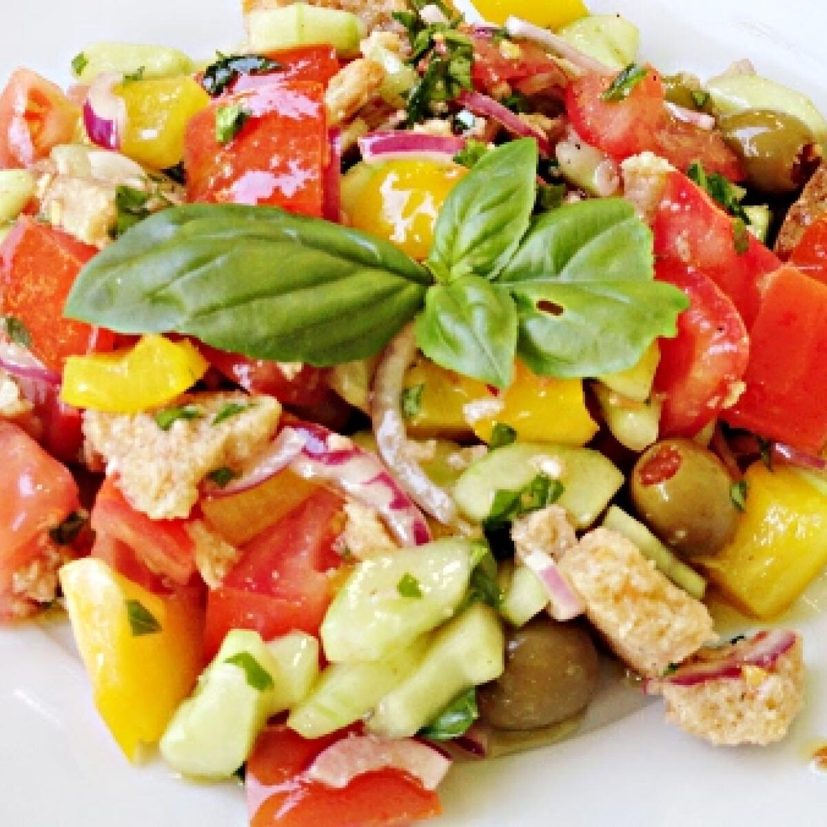 Ezen a képen: Panzanella saláta Glaser konyhájából