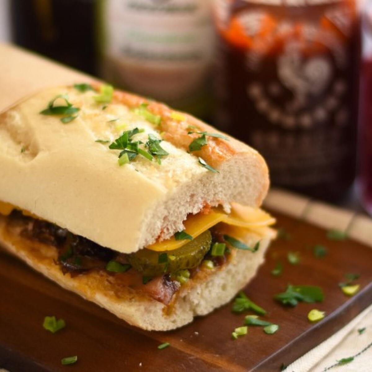 Ezen a képen: Maradékmentő húsos szendvics