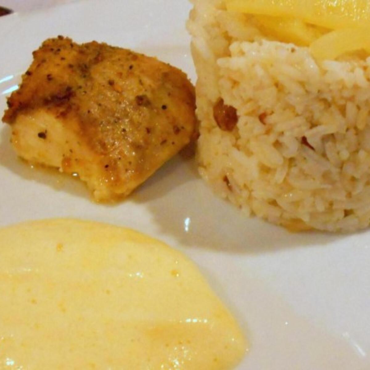 Ezen a képen: Harcsa szelet citromos mártással és mazsolás rizzsel