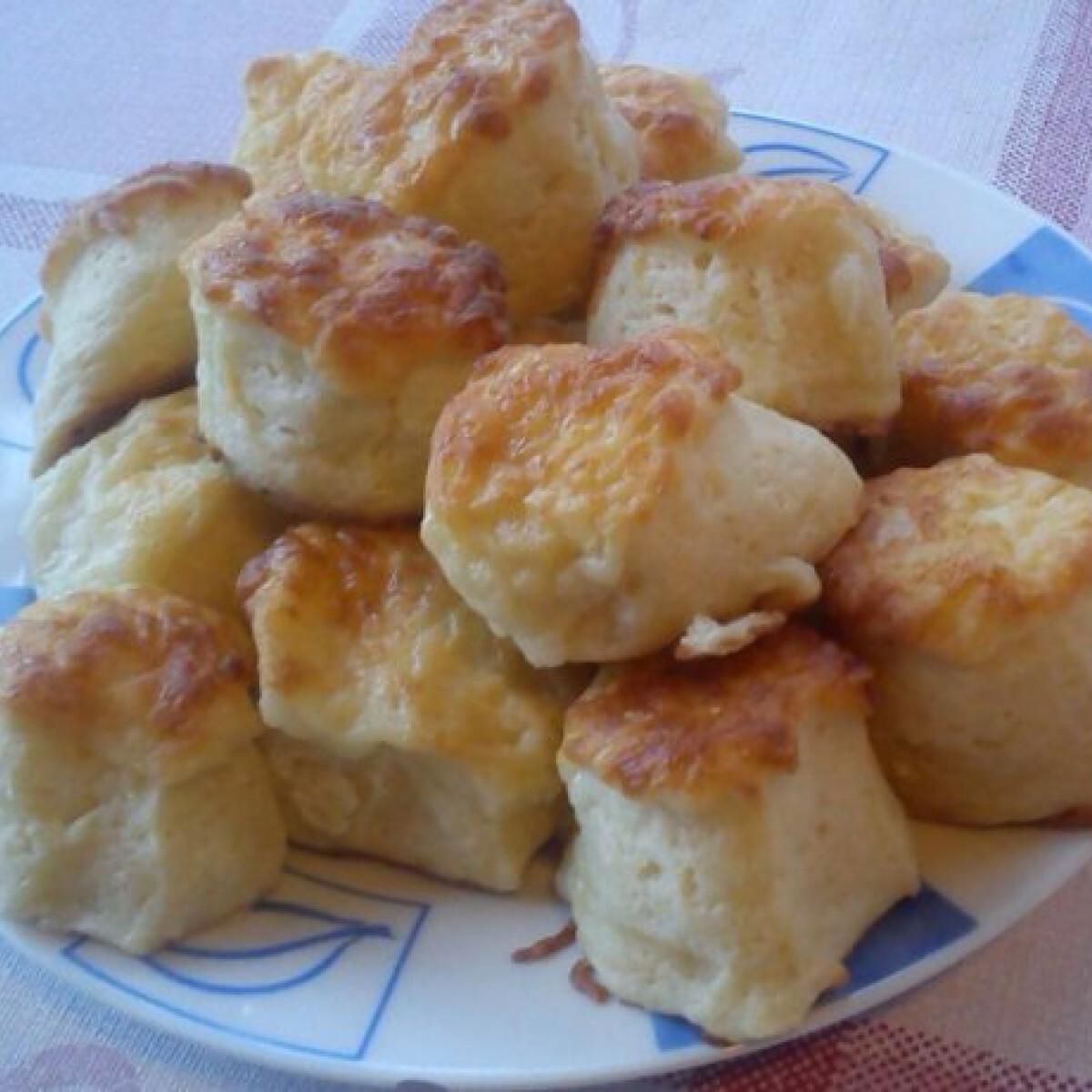 Ezen a képen: Vajas pogácsa Anett konyhájából