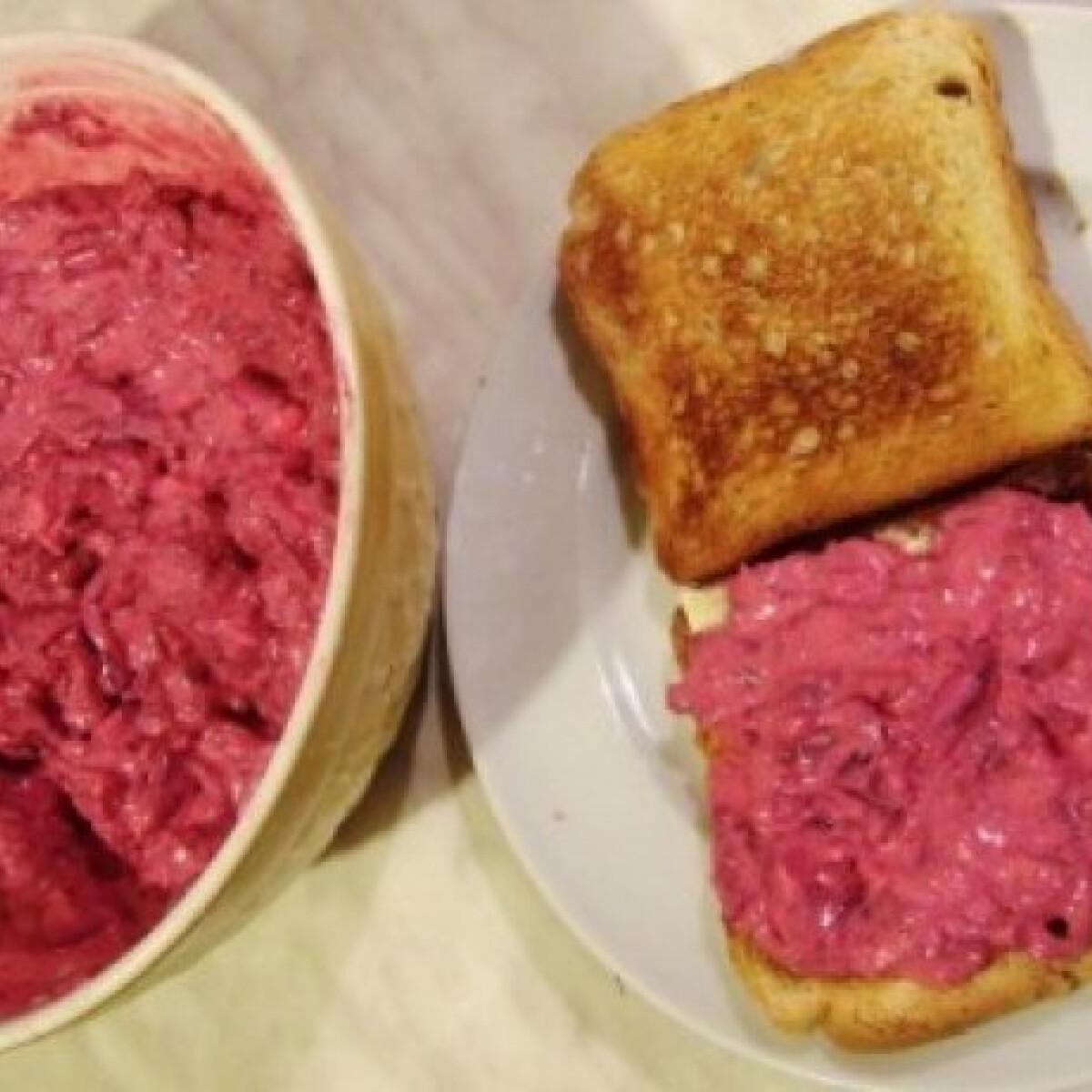 Ezen a képen: Céklás-tojásos szendvicskrém
