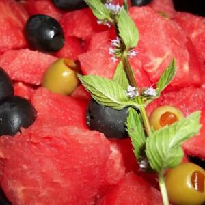 Görögdinnye-saláta olívabogyóval Metaxával