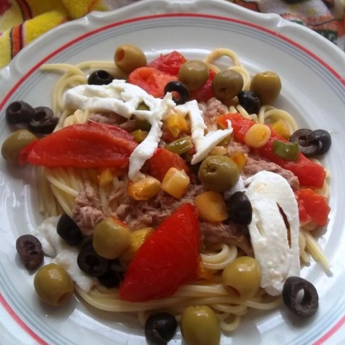 Ezen a képen: Mediterrán tonhalas spagetti mozzarellával