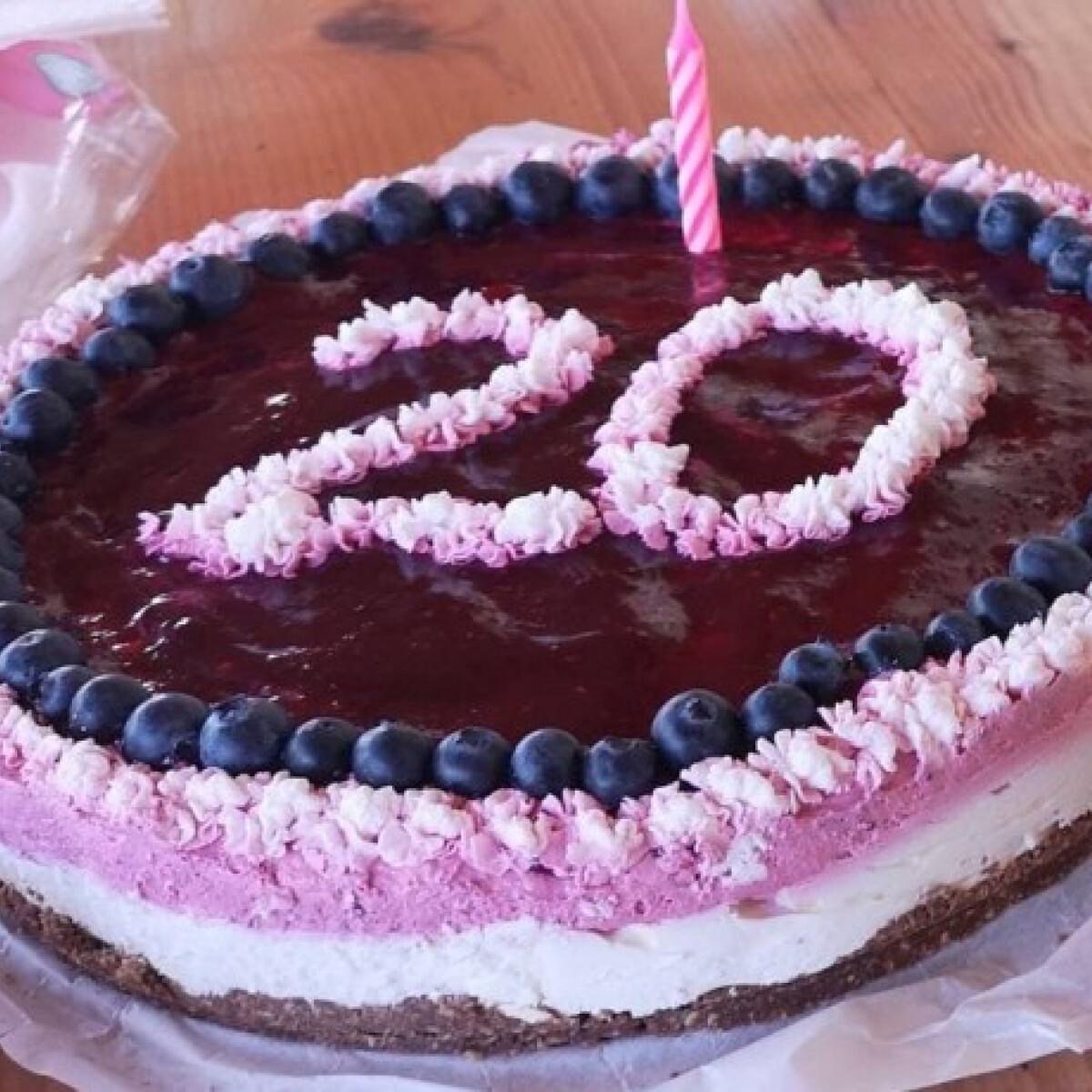 Ezen a képen: Erdeigyümölcsös-fehércsokis torta