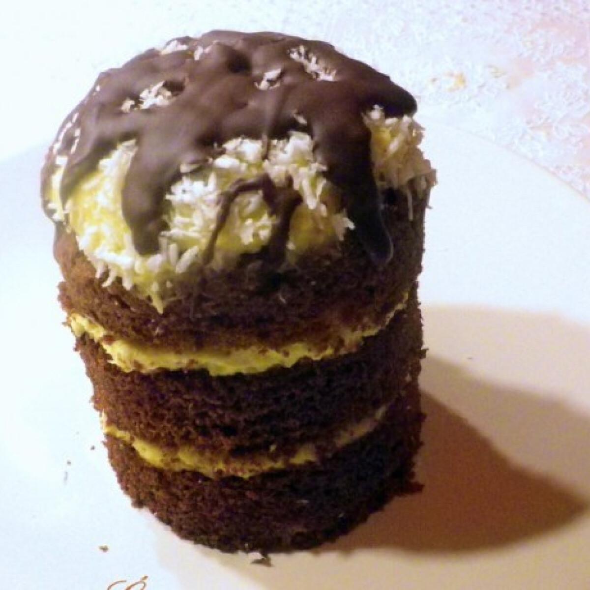 Ezen a képen: Kókuszos mini csokitorta
