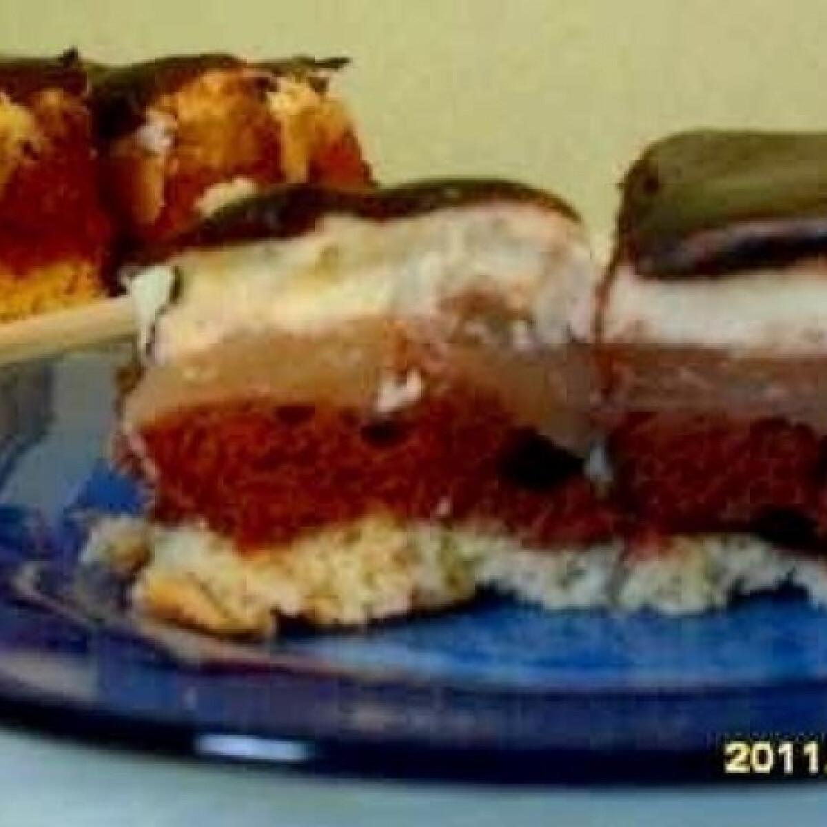 Ezen a képen: Almás-pudingos sütemény