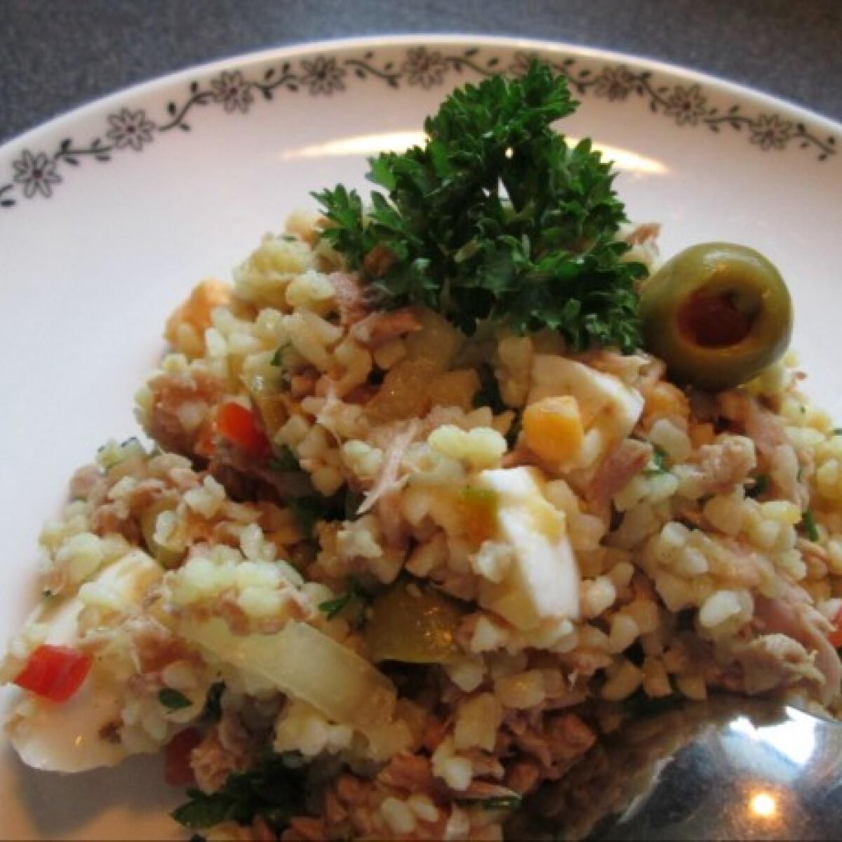 Ezen a képen: Bulgursaláta tonhallal és tojással
