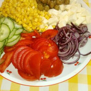 Kánikula saláta kertifű öntettel