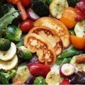 Sült saláta füstölt mozzarellával