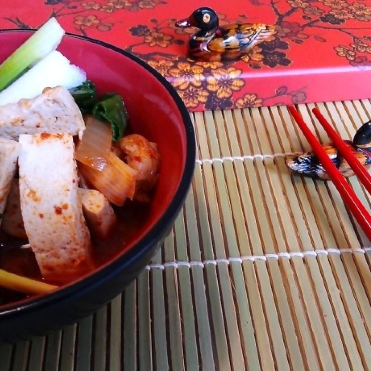 Ezen a képen: Koreai kimchipörkölt - Kimchi jiggae
