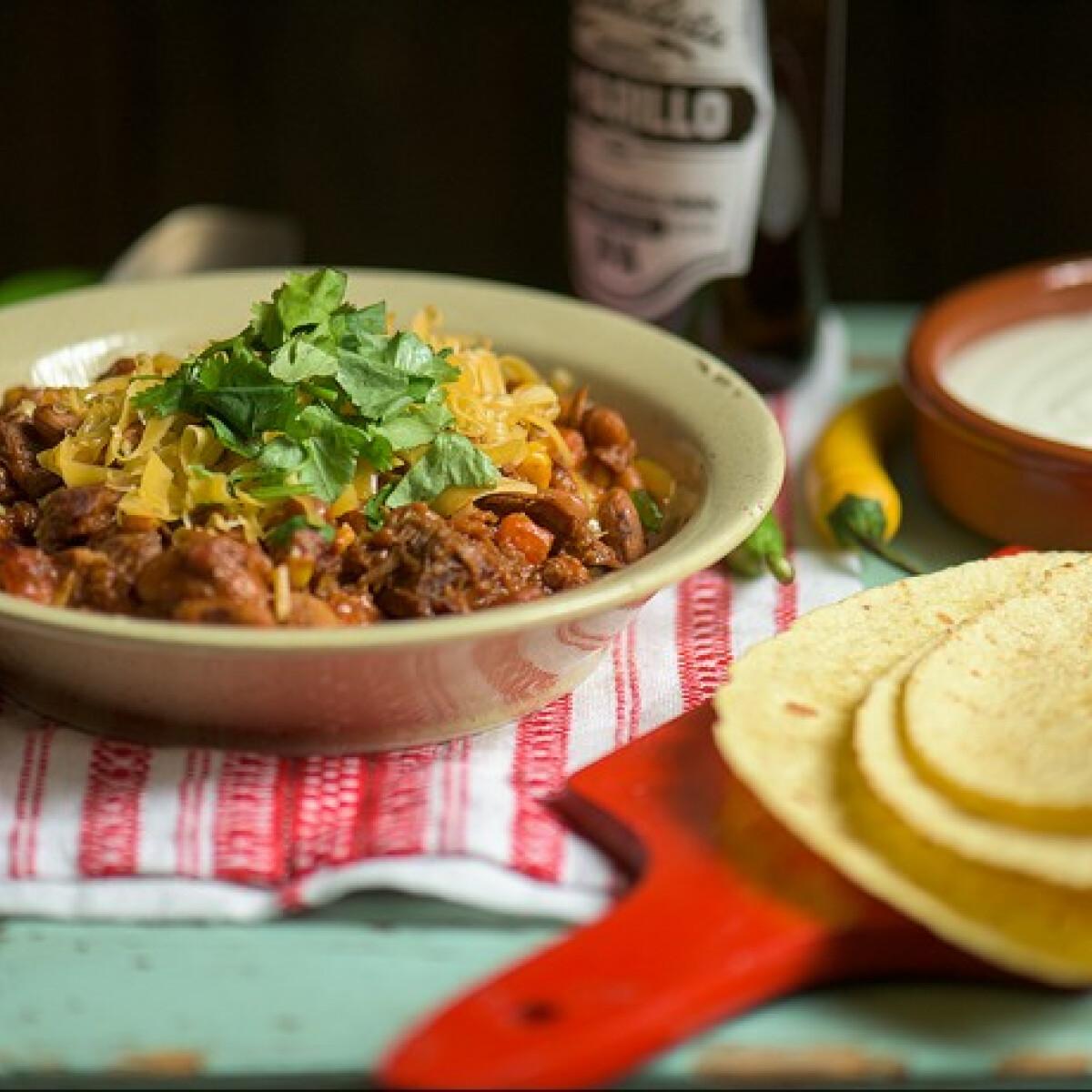 Ezen a képen: Ráérős chili con carne