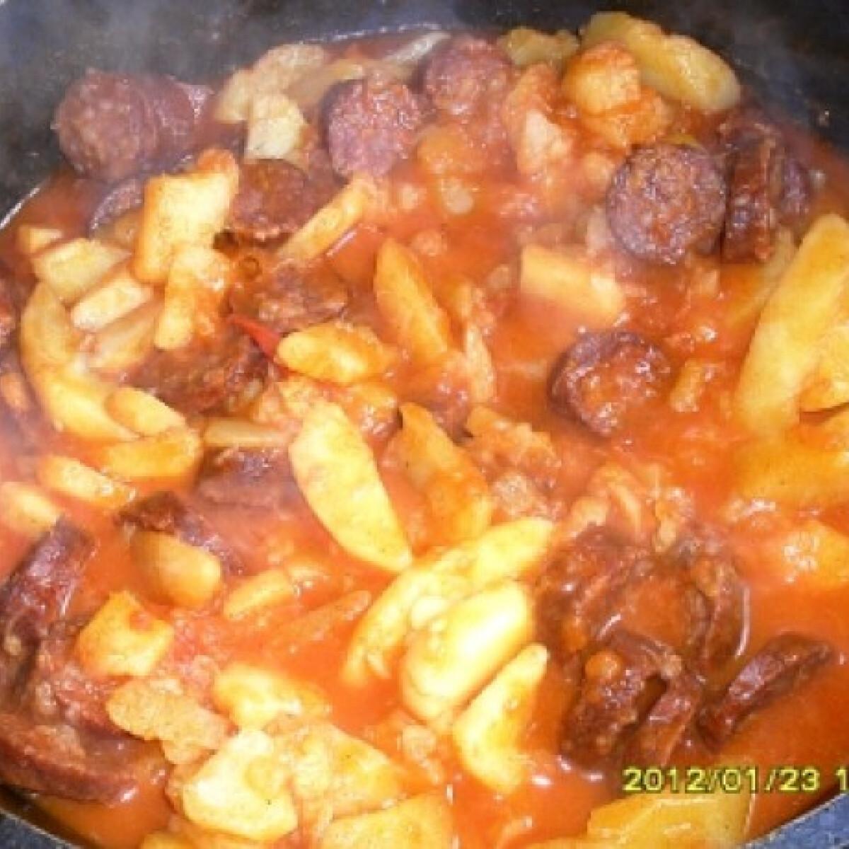 Ezen a képen: Lecsós paprikás krumpli kolbásszal