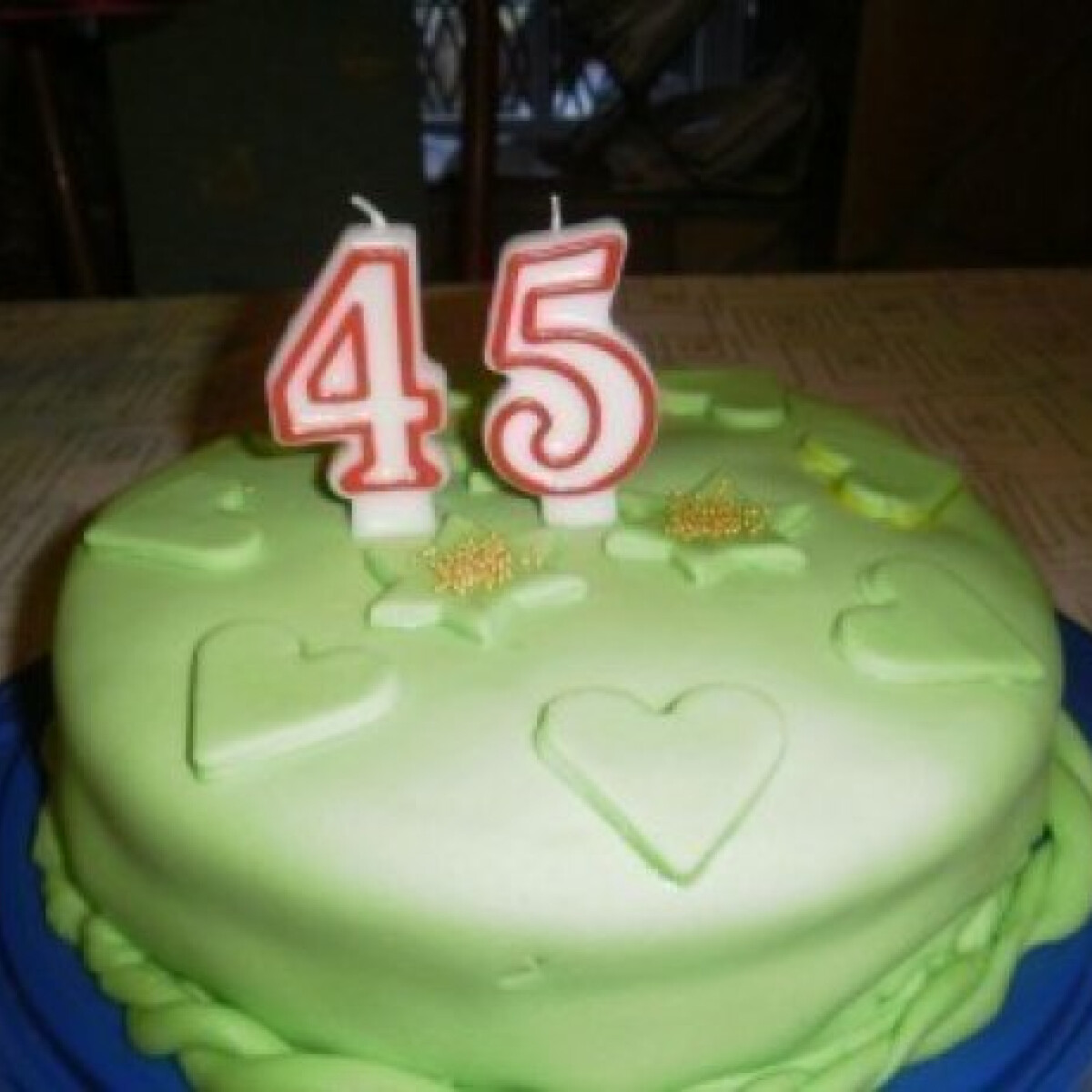 Ezen a képen: Kókuszkrémes torta 3. - fondant-nal bevonva