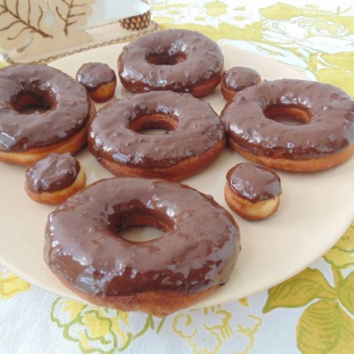 Ezen a képen: Csokis fánk Lizinka konyhájából