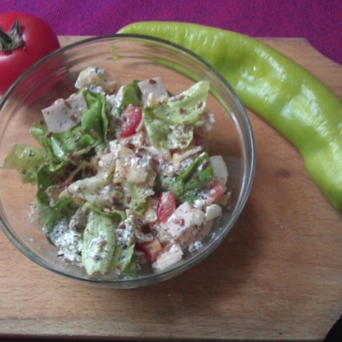 Ezen a képen: Vegyes saláta kapros túróval