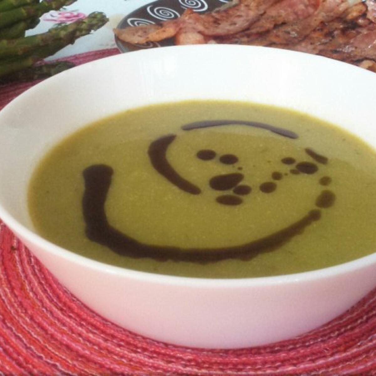 Ezen a képen: Spárgakrémleves cukkinivel