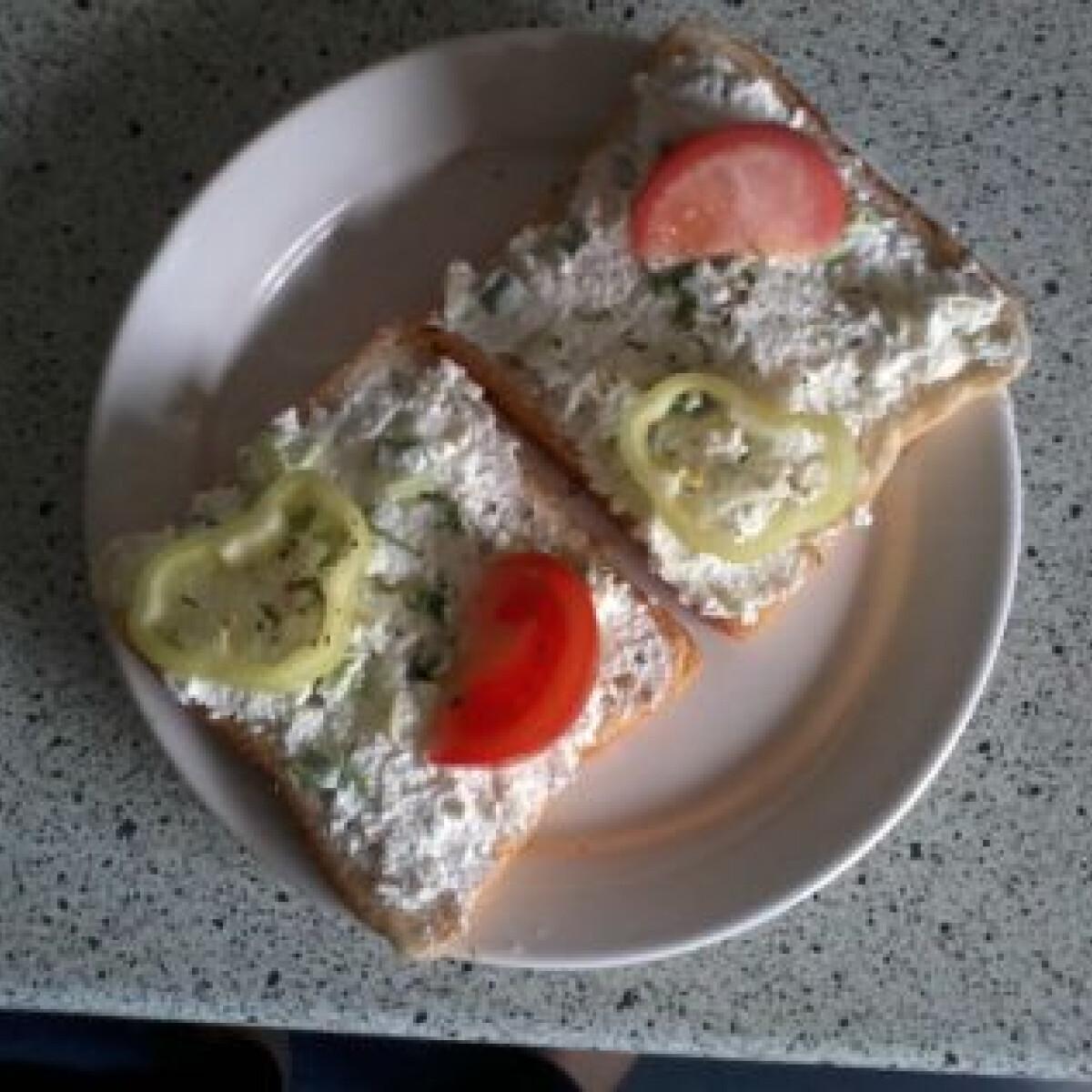 Ezen a képen: Újhagymás-túrókrémes szendvicskék uzsira