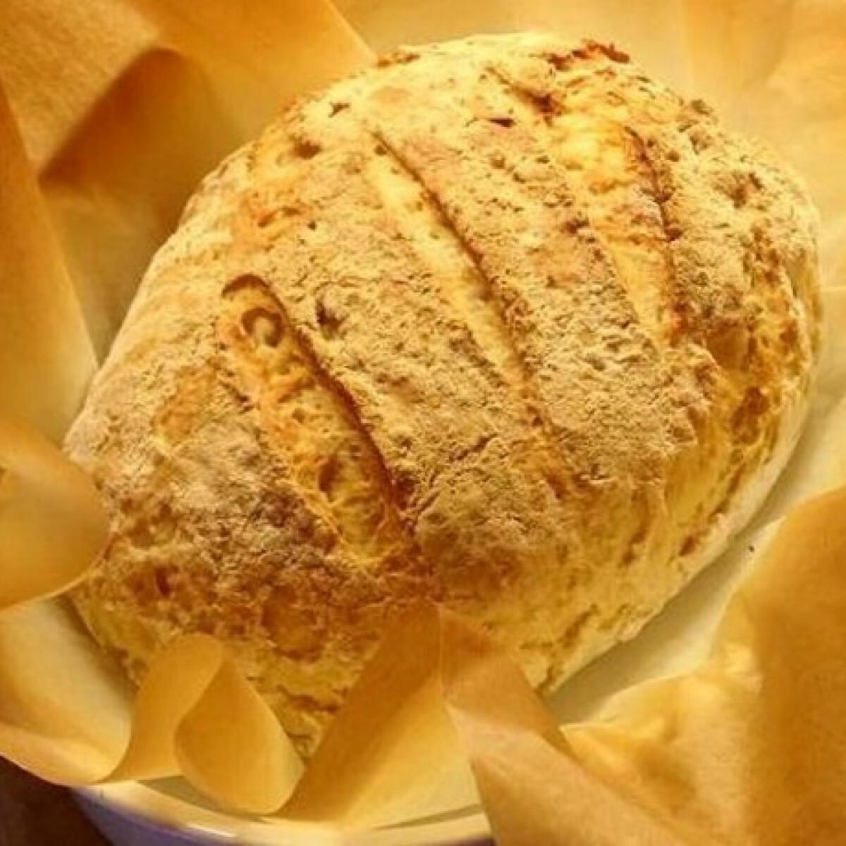 Ezen a képen: Egyszerű házi kenyér ahogy Makuka készíti