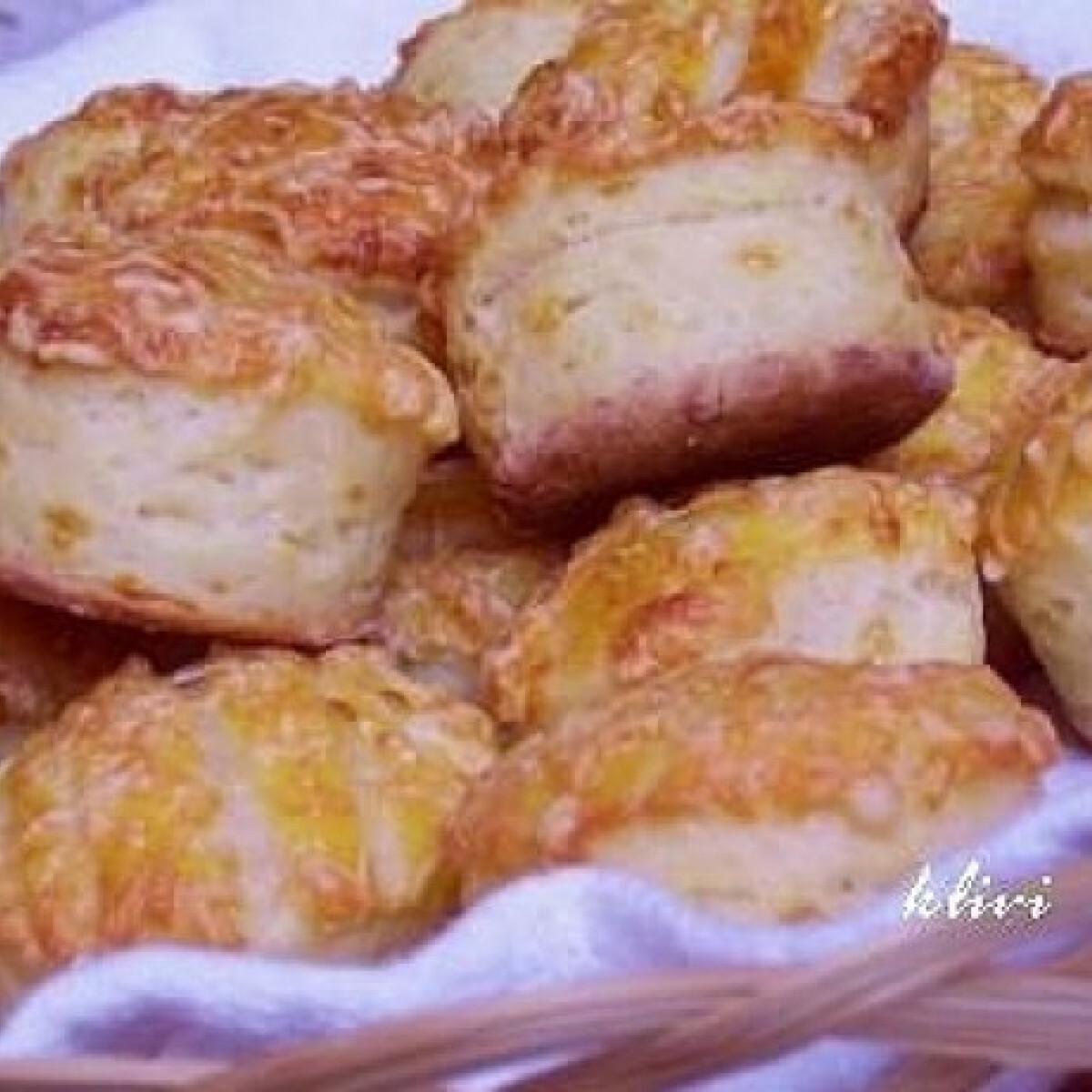 Ezen a képen: Joghurtos - sajtos pogácsa