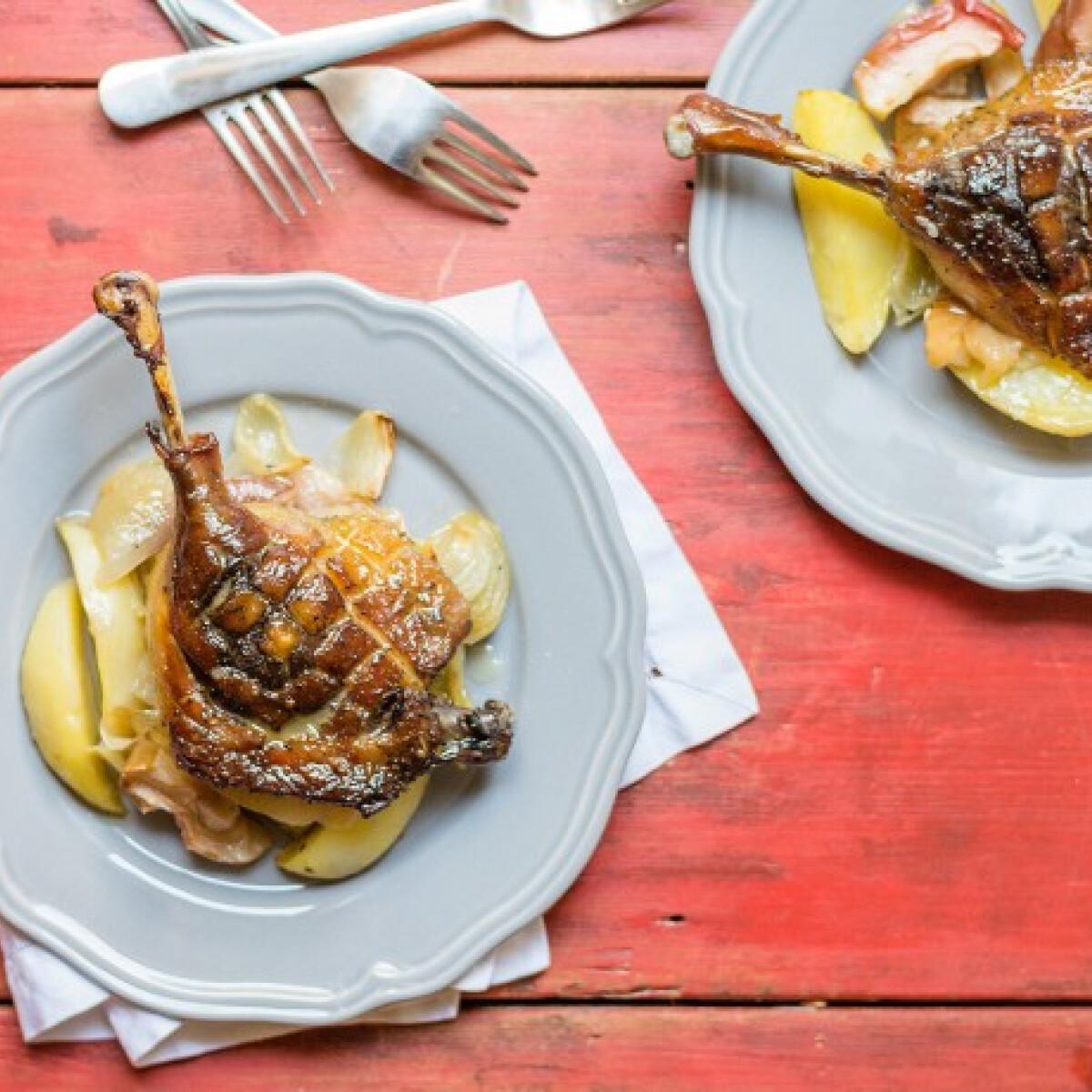 Ezen a képen: Sült kacsacombok almás-hagymás burgonyával