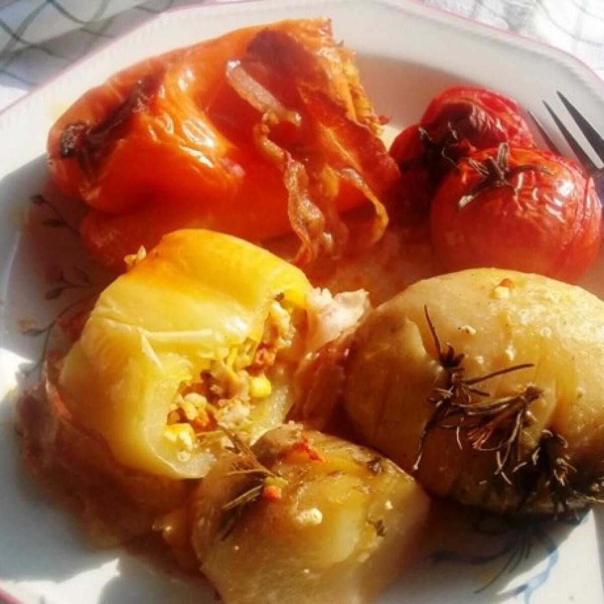 Ezen a képen: Kolbászhússal-gombával-sajttal töltött paprika