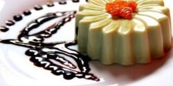 Zöld teás panna cotta csokiszósszal