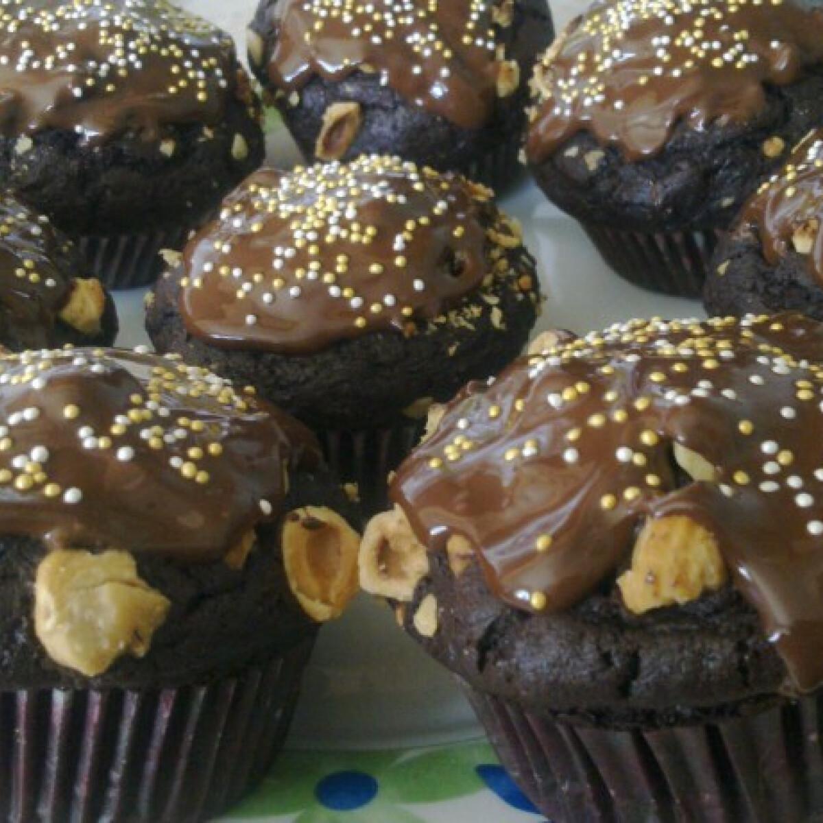 Ezen a képen: Csupa csokis muffin mogyoróval