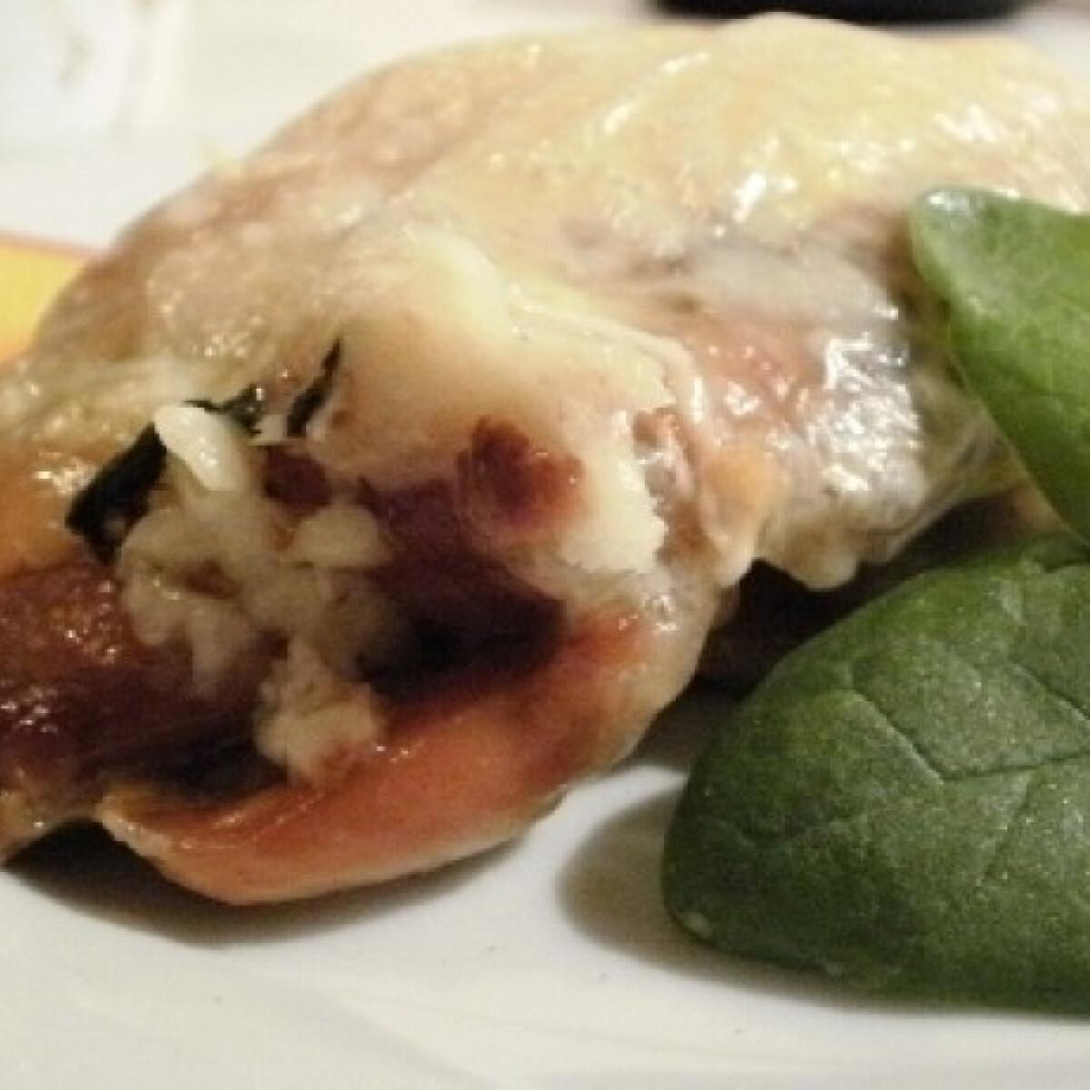 Ezen a képen: Spenótos mozzarellás csirkecomb