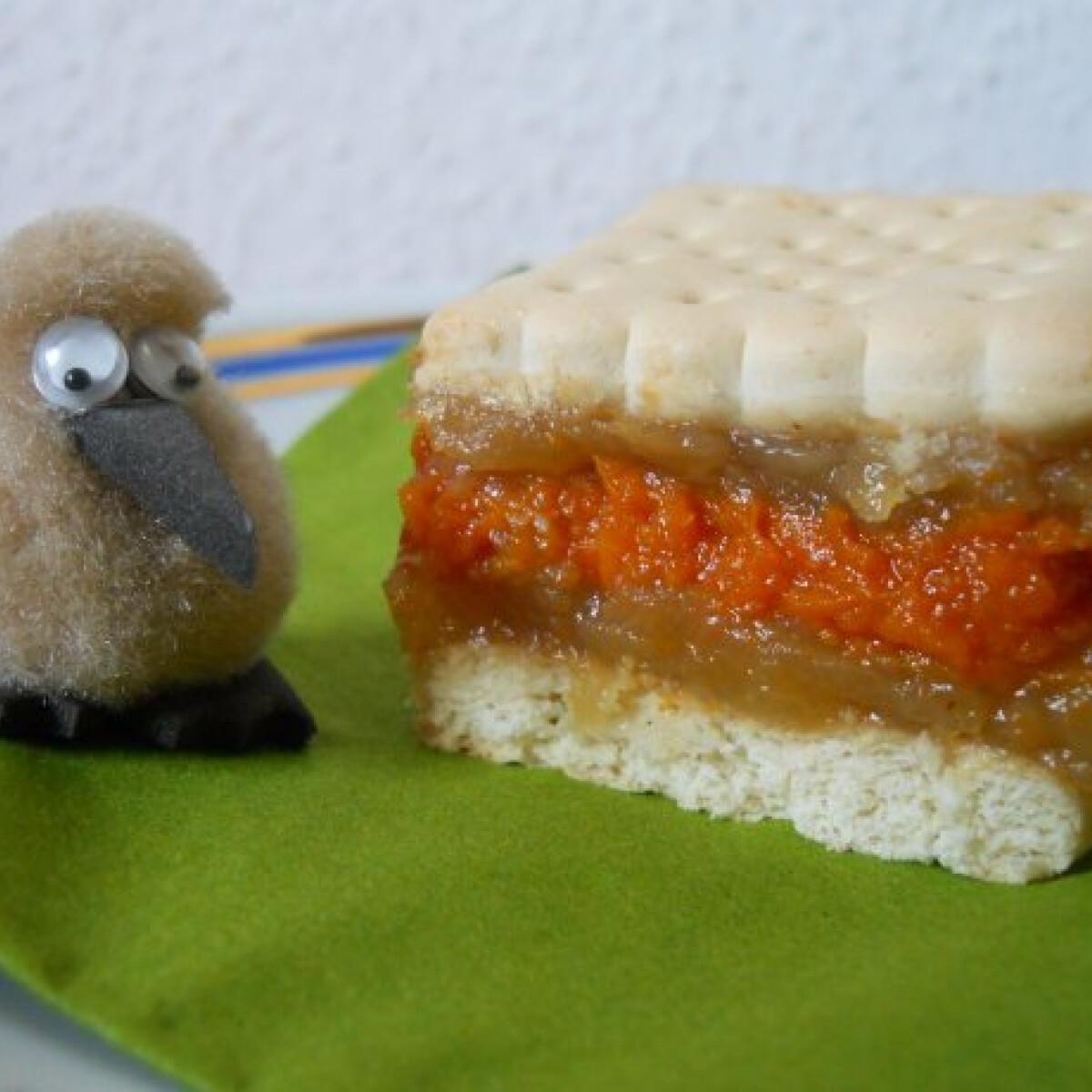 Ezen a képen: Sütőtökös-almás kekszes szelet