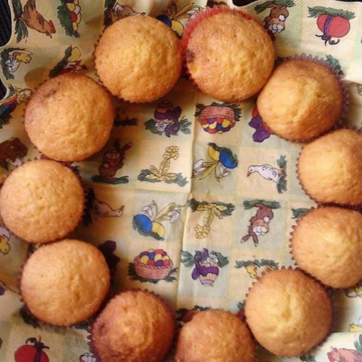 Ezen a képen: Fehércsokis-sárgadinnyés muffinok