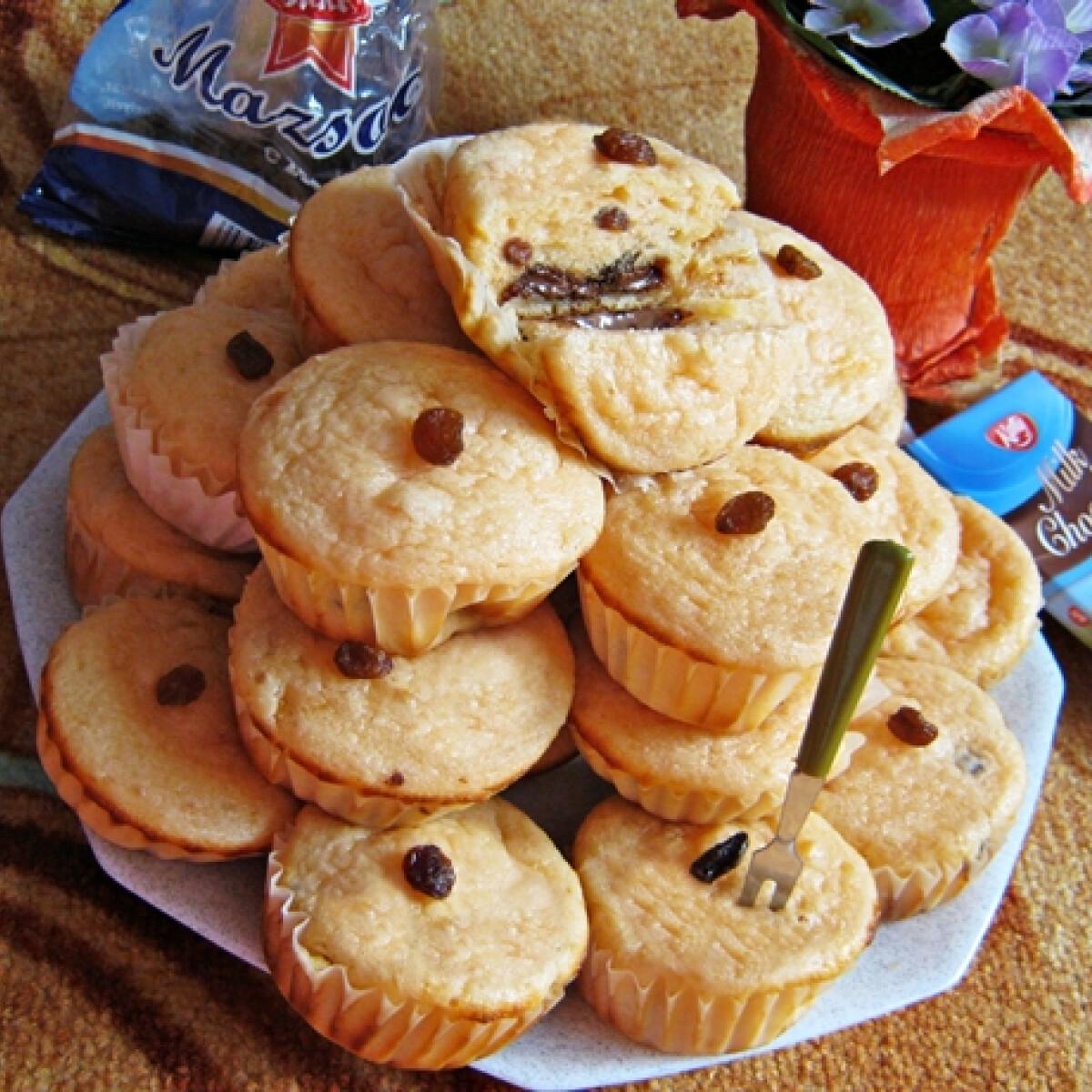Táblacsokis muffin mazsolásan