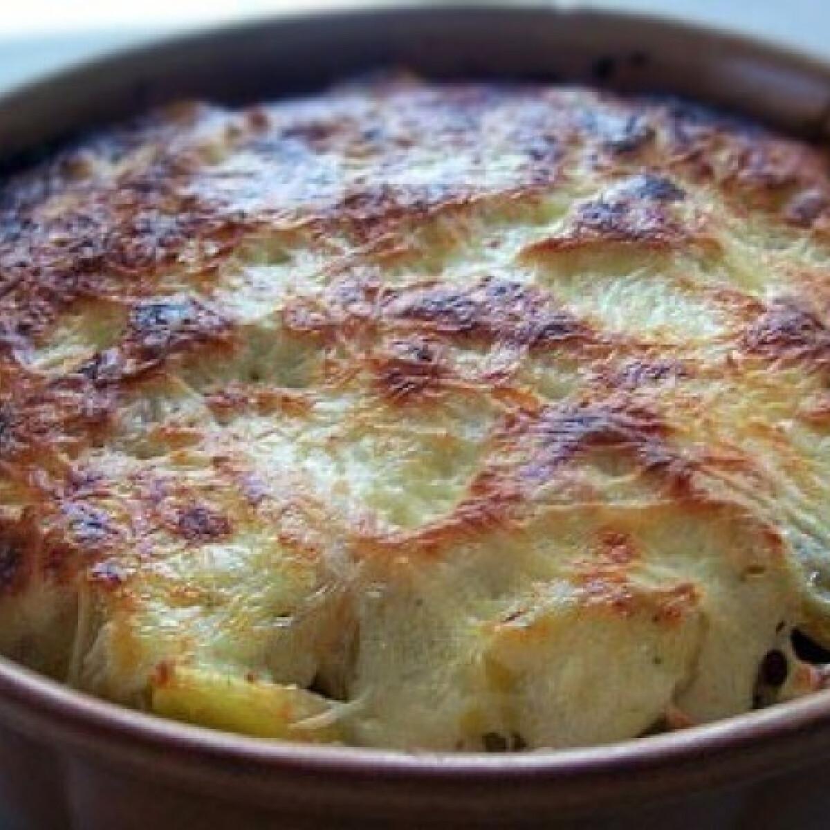 Ezen a képen: Sonkás rakott krumpli